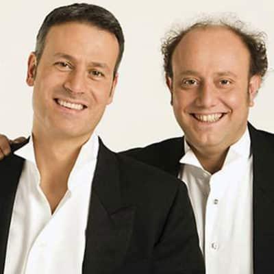I comici Ale e Franz che sorridono