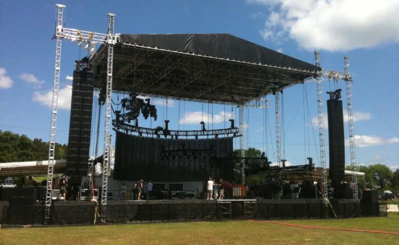 struttura di un palco per concerti con led wall